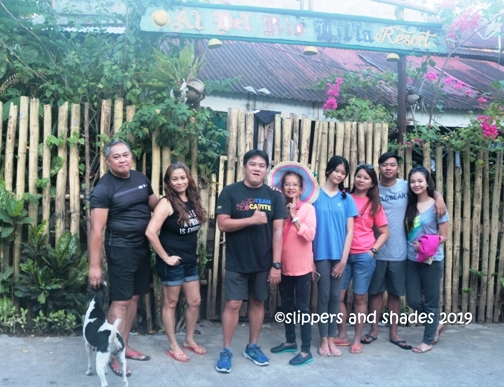 saying thank you and good-bye to Caramoan and to our hosts, Kuya Allan and Ate rose