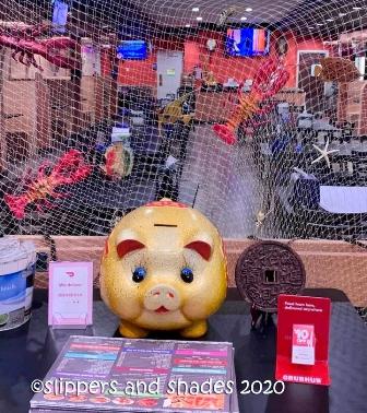 the golden piggy bank that brings good luck